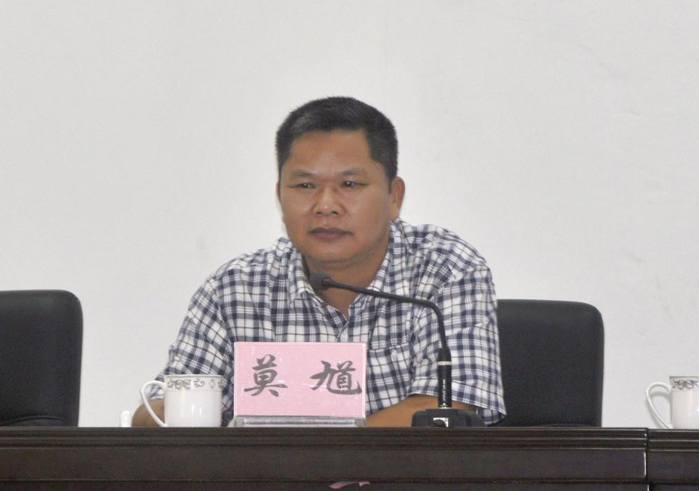 市教育局党组副书记、学院党委书记莫馗讲话